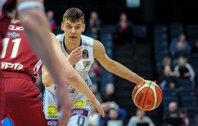 D.Sirvydis taip pat nederamai šventė MVP titulą (Josvydas Elinskas, Fotodiena.lt)